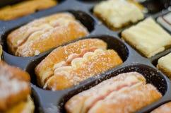 Cremekuchen und -donuts Lizenzfreie Stockfotografie