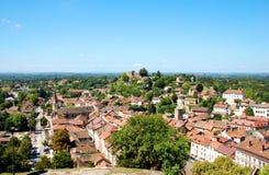 cremie法国中世纪传统视图村庄 免版税库存图片