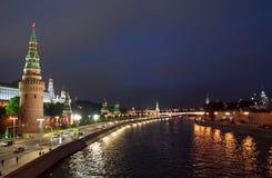 Cremlino di Mosca alla notte di estate fotografie stock libere da diritti