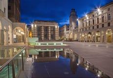 Cremona - il quadrato di Cavour della piazza al crepuscolo fotografie stock