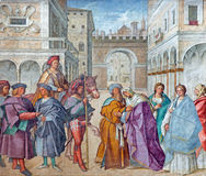 CREMONA, ITÁLIA, 2016: O fresco de St Joachim e St Anne, pais da Virgem Maria na catedral por Boccaccio imagem de stock