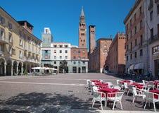 CREMONA ITALIEN, 2016: Den piazzaCavour fyrkanten Fotografering för Bildbyråer