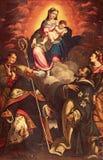 CREMONA ITALIEN, 2016: Flåsa av Madonna i härlighet med helgonen vid Antonio Mainardi & x28; 1585& x29; Arkivbilder