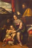 CREMONA ITALIEN, 2016: Målningen av den heliga familjen med St Elizabeth och St John det baptistiskt Royaltyfri Foto