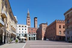 CREMONA ITALIEN - MAJ 24, 2016: Den piazzaCavour fyrkanten Royaltyfri Foto