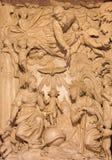 CREMONA, WŁOCHY, 2016: Marlble ulga Święta rodzina w katedrze Giacomo Bartesi & x28; 16 - 17 cent & x29; Zdjęcia Royalty Free