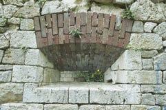 Crenel dans un mur de forteresse Photos libres de droits