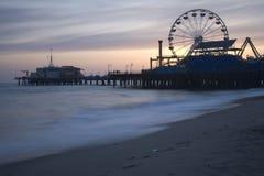 Crepúsculo 5 do cais de Santa Monica Foto de Stock Royalty Free