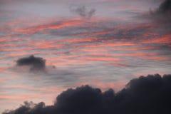 Crepúsculo da fusão da cor e nuvens macias Foto de Stock Royalty Free