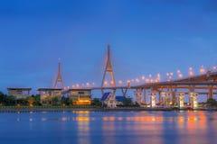 Crepúsculo da ponte de Bhumibol Foto de Stock Royalty Free