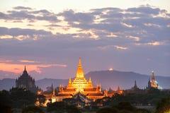 Crepúsculo de Bagan, Myanmar. fotos de archivo