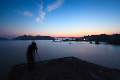 Crepúsculo de Seaview com um fotógrafo Fotos de Stock Royalty Free