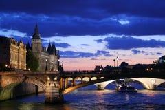 Crepúsculo de Seine Imagens de Stock