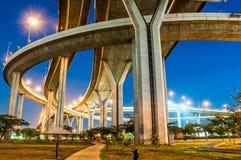 Crepúsculo debajo del puente de Bhumibol de la visión Foto de archivo libre de regalías