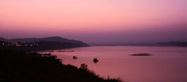 Crepúsculo do rio de Khong em Chaingkhan Imagem de Stock Royalty Free