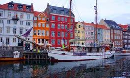 Crepúsculo em Nyhavn, Copenhaga Fotos de Stock Royalty Free