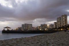 Crepúsculo em Waikiki Imagem de Stock