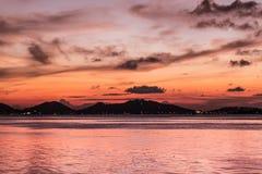 Crepúsculo en el lago del songkhla Foto de archivo libre de regalías