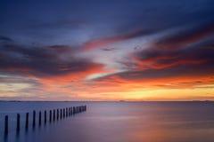 Crepúsculo en el mar fotos de archivo