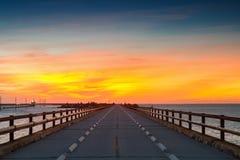 Crepúsculo en el puente viejo de siete millas Imágenes de archivo libres de regalías