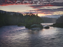 Crepúsculo en el río de Ljusnan Imagen de archivo libre de regalías