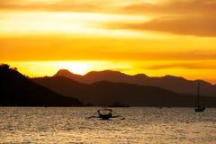 Crepúsculo en la bahía de Coron Imágenes de archivo libres de regalías