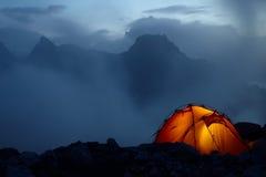 Crepúsculo en las montañas Imágenes de archivo libres de regalías