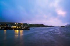 Crepúsculo en Portmagee imagenes de archivo