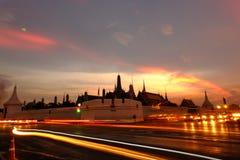 Crepúsculo en Wat Phra Kaew (templo de Emerald Buddha) foto de archivo