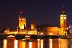 Crepúsculo en Westminster, Reino Unido Foto de archivo libre de regalías