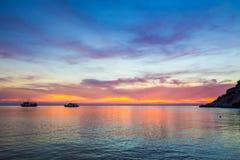 Crepúsculo hermoso sobre el mar Fotos de archivo libres de regalías