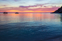 Crepúsculo hermoso sobre el mar Fotografía de archivo libre de regalías