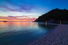 Crepúsculo hermoso sobre el mar Imagenes de archivo