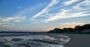 Crepúsculo na praia Fotografia de Stock