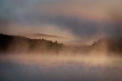 Crepúsculo no lago Fotografia de Stock