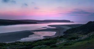 Crepúsculo sobre el estuario del camello, Cornualles fotografía de archivo