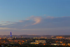 Crepúsculo sobre Pretoria CBD imagem de stock