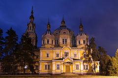 Crepúsculo sobre una catedral Imagen de archivo libre de regalías