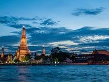 Crepúsculo tailandês do templo Imagens de Stock