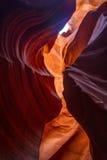 Crepa e cielo più bassi del canyon dell'antilope fotografia stock libera da diritti