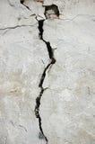 Crepa nella parete di pietra Immagini Stock