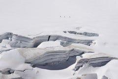 Crepacci e seracchi del ghiacciaio in un campo di neve in Mont Blanc a Fotografie Stock