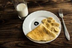 Crepe блинчика завтрака с молоком банана Стоковое Изображение