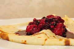 Crepe с forrest ягодами стоковая фотография rf