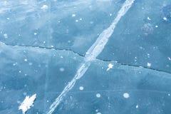 Crepe del ghiaccio sul lago Baikal immagine stock