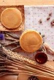 Crepe dulce con la miel de delicioso Imagen de archivo libre de regalías