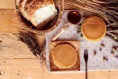 Crepe dulce con la miel de delicioso Fotos de archivo