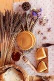 Crepe dulce con la miel de delicioso Foto de archivo libre de regalías