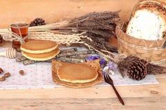 Crepe dulce con la miel de delicioso Imagen de archivo