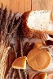 Crepe dulce con la miel de delicioso Foto de archivo